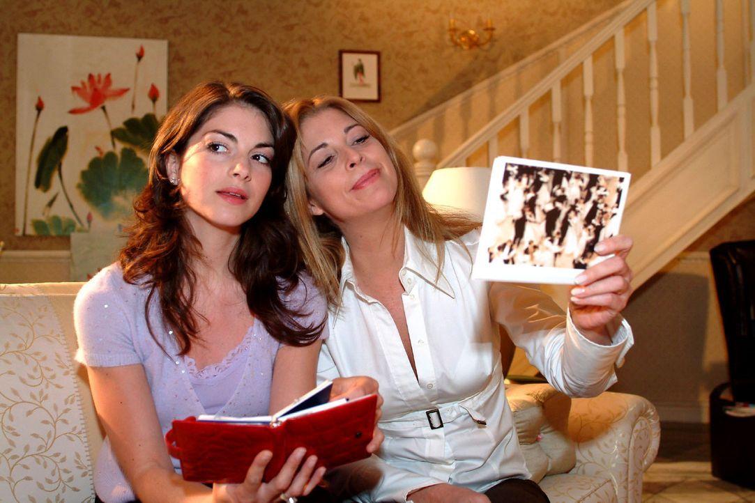 Mariella (Bianca Hein, l.) möchte, dass Laura (Olivia Pascal, r.) die Hochzeit für sie vorbereitet. - Bildquelle: Monika Schürle Sat.1