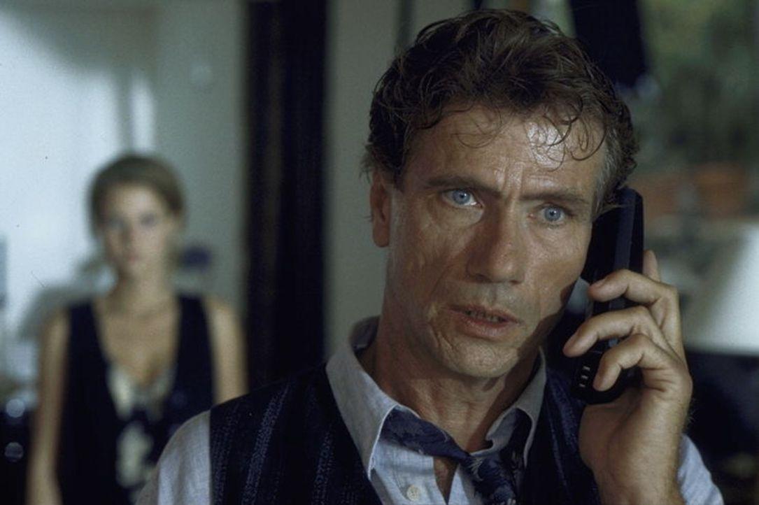 Entwickelt sich immer mehr zu einem unberechenbaren Psychopathen: der krankhaft eifersüchtige Günther (Jürgen Prochnow) ... - Bildquelle: Rolf von der Heydt ProSieben