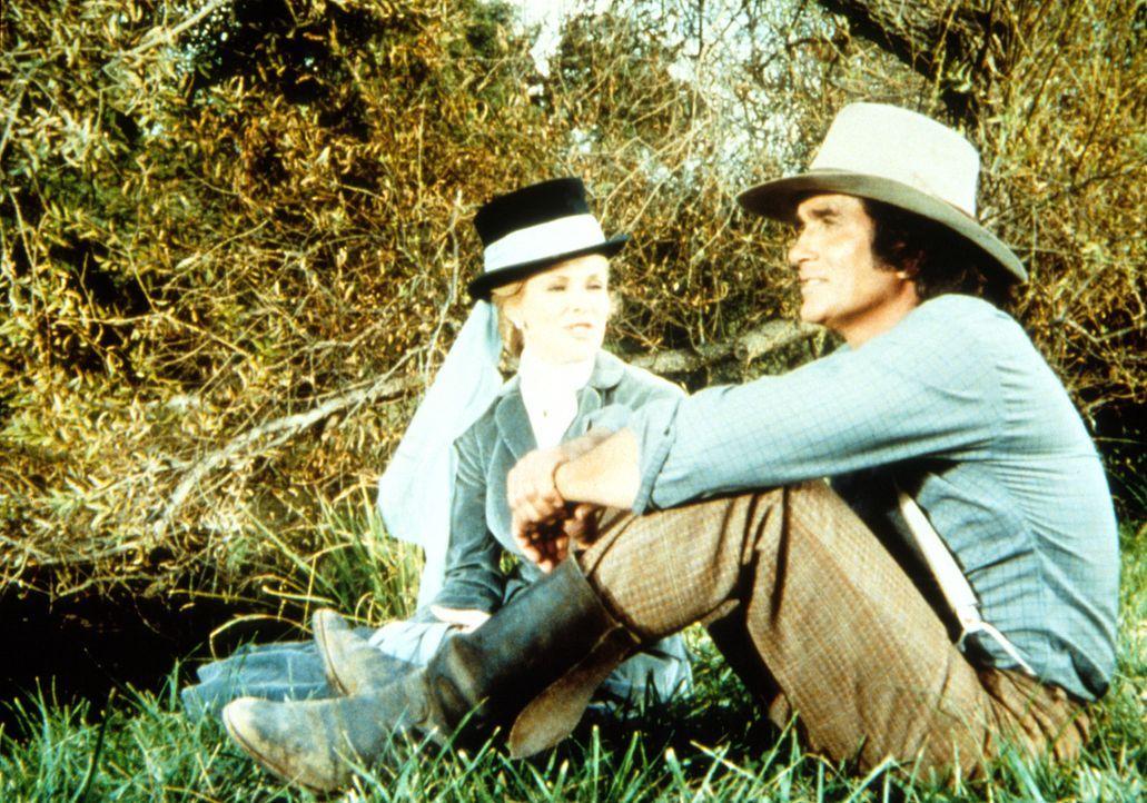 Amy Sawyer (Lynn Benesch, l.) gesteht Charles Ingalls (Michael Landon, r.), dass sie ihn seit der Schulzeit nicht vergessen konnte. - Bildquelle: Worldvision