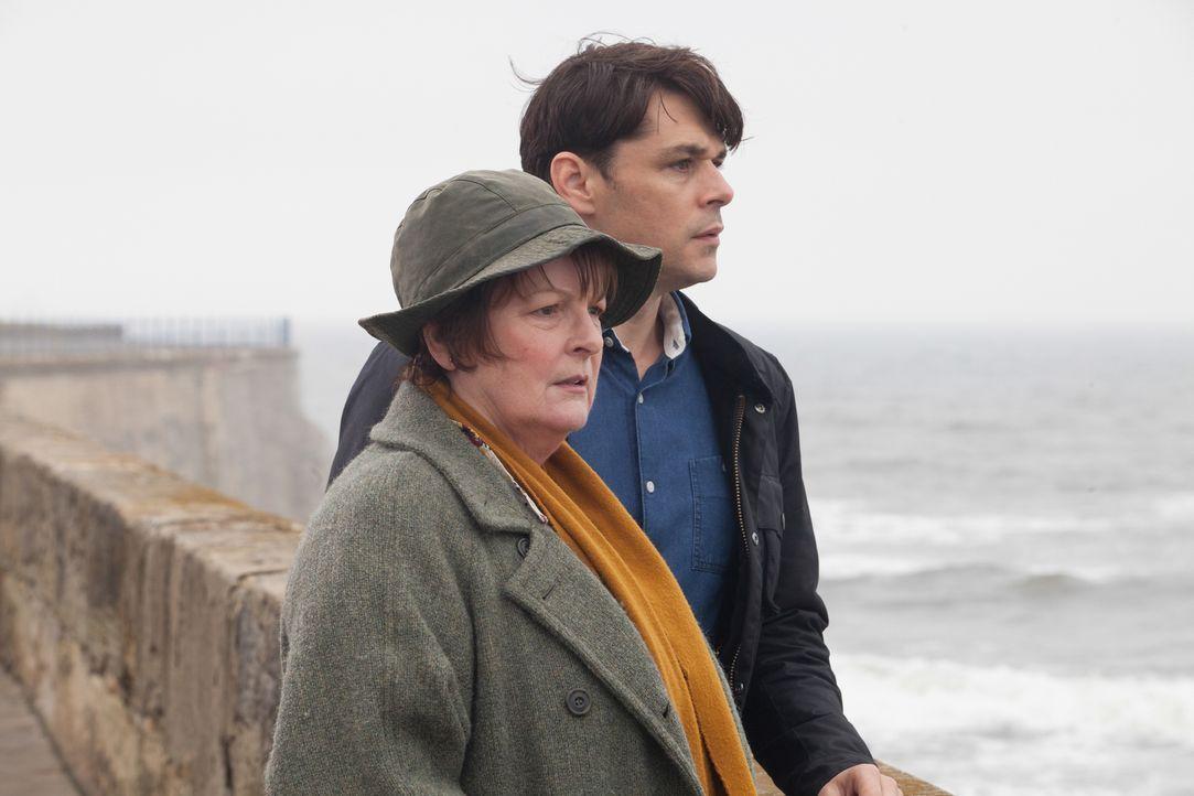 Vera Stanhope (Brenda Blethyn, l.); Aiden Healy (Kenny Doughty, r.) - Bildquelle: Rachel Joseph ITV Studios/Rachel Joseph