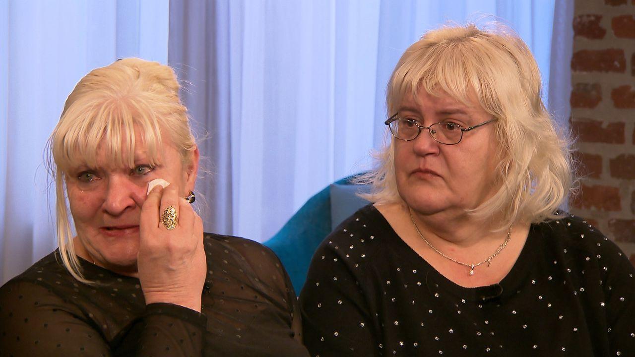 Jacqueline (r.) und Gabriela (l.) wollen ihre vor fast 50 Jahren verschwunden Schwestern endlich wiederfinden und hoffen auf die Hilfe von Julia Lei... - Bildquelle: SAT.1