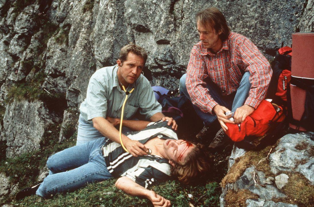 (v.l.n.r.) Dr. Justus Hallstein (Harald Krassnitzer); Olli Köhler (Sebastian Mayr); Paul Reuther (Siemen Rühaak) - Bildquelle: Beta Film GmbH