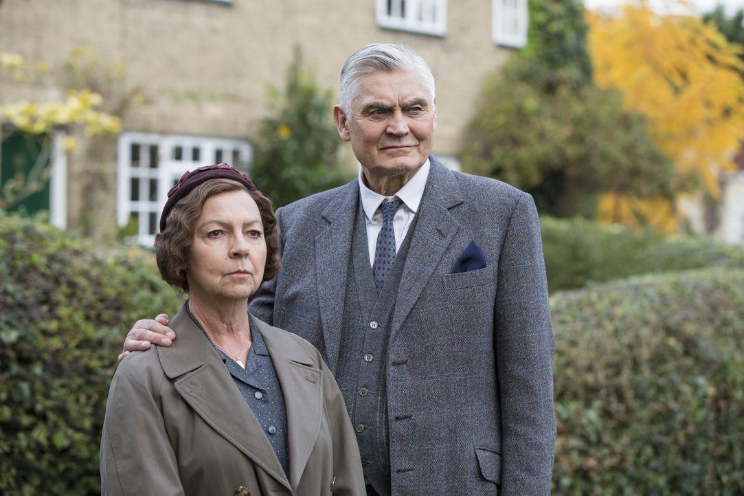 Mrs. Maguire (Tessa Peake-Jones, l.); Jack Chapman (Nick Brimble, r.) - Bildquelle: Colin Hutton KUDOS/ITV / Colin Hutton