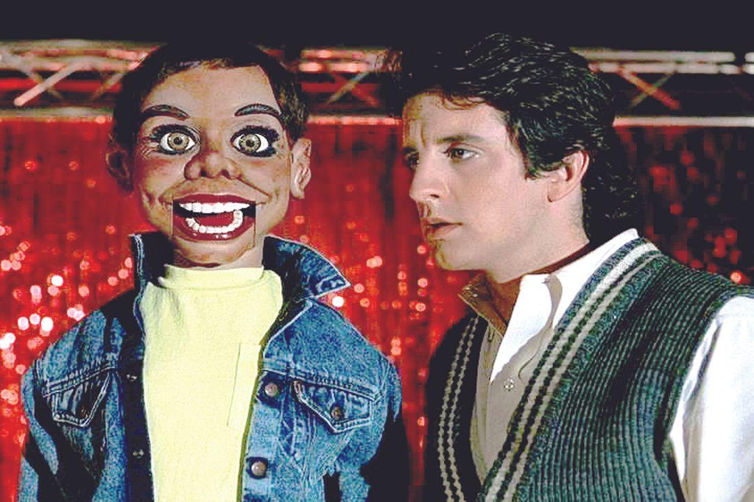 Der Bauchredner Elwood 'Woody' Perkins (Grant Shaud) arbeitet im Club von Kate Kelly. Ein schwieriges Arbeitsverhältnis ... - Bildquelle: Universal Pictures