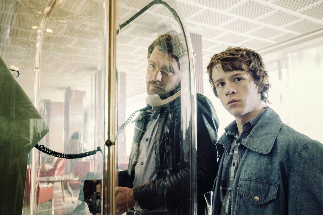 Peter Strelzyk (Friedrich Mücke, l.); Frank Strelzyk (Jonas Holdenrieder, r.) - Bildquelle: Marco Nagel HerbX Film / Marco Nagel