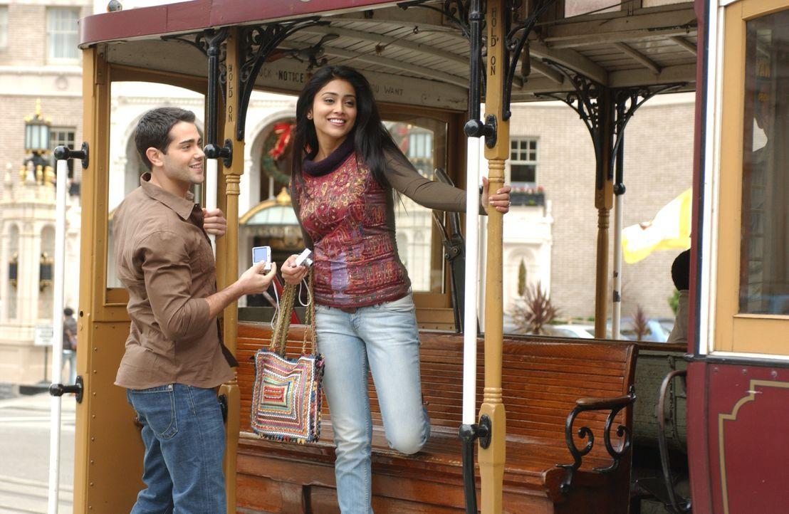 Granger Woodruff (Jesse Metcalfe, l.) erlebt eine wunderbare Zeit mit Jennifer David (Shriya Saran, r.) aus San Francisco. Was Granger nicht weiß: J... - Bildquelle: 2008 OEL Productions, INC. All Rights Reserved.