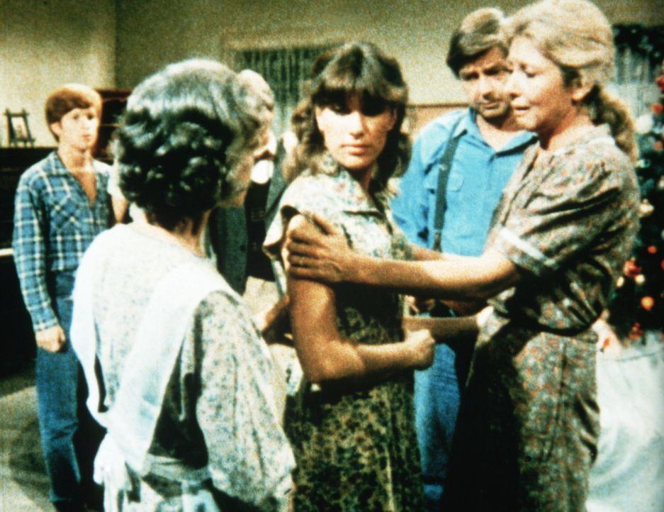 Mary Ellen (Judy Norton-Taylor, M.) hat die Nachricht vom Tode ihres Mannes erhalten. Ben (Eric Scott, l.), Großmutter (Ellen Corby, 2.v.l.), John (... - Bildquelle: WARNER BROS. INTERNATIONAL TELEVISION