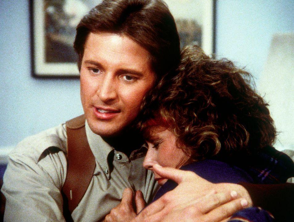 Amanda (Kate Jackson, r.) hat nach einem Unfall ihr Gedächtnis verloren. Sie erkennt nicht einmal mehr ihren Partner Lee (Bruce Boxleitner, l.) wied... - Bildquelle: CBS Television