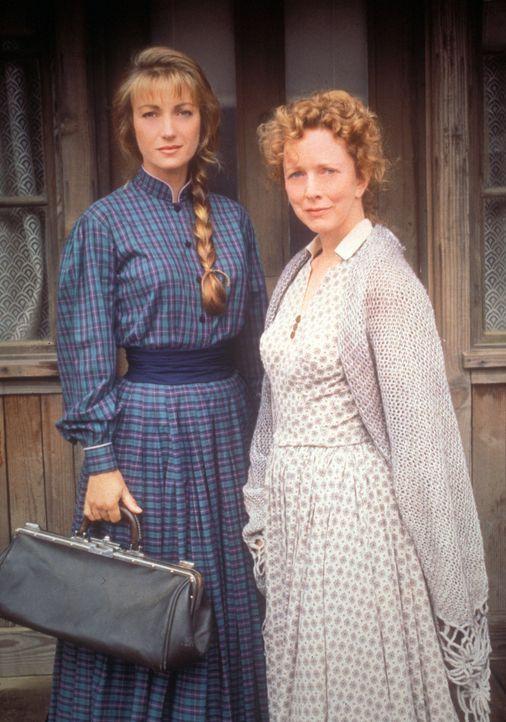 Nach und nach kann sich Dr. Quinn (Jane Seymour, l.) den Respekt der Bewohner von Colorado Springs verdienen, auch den von Dorothy Jennings (Barbara... - Bildquelle: CBS Studios Inc. All Rights Reserved.