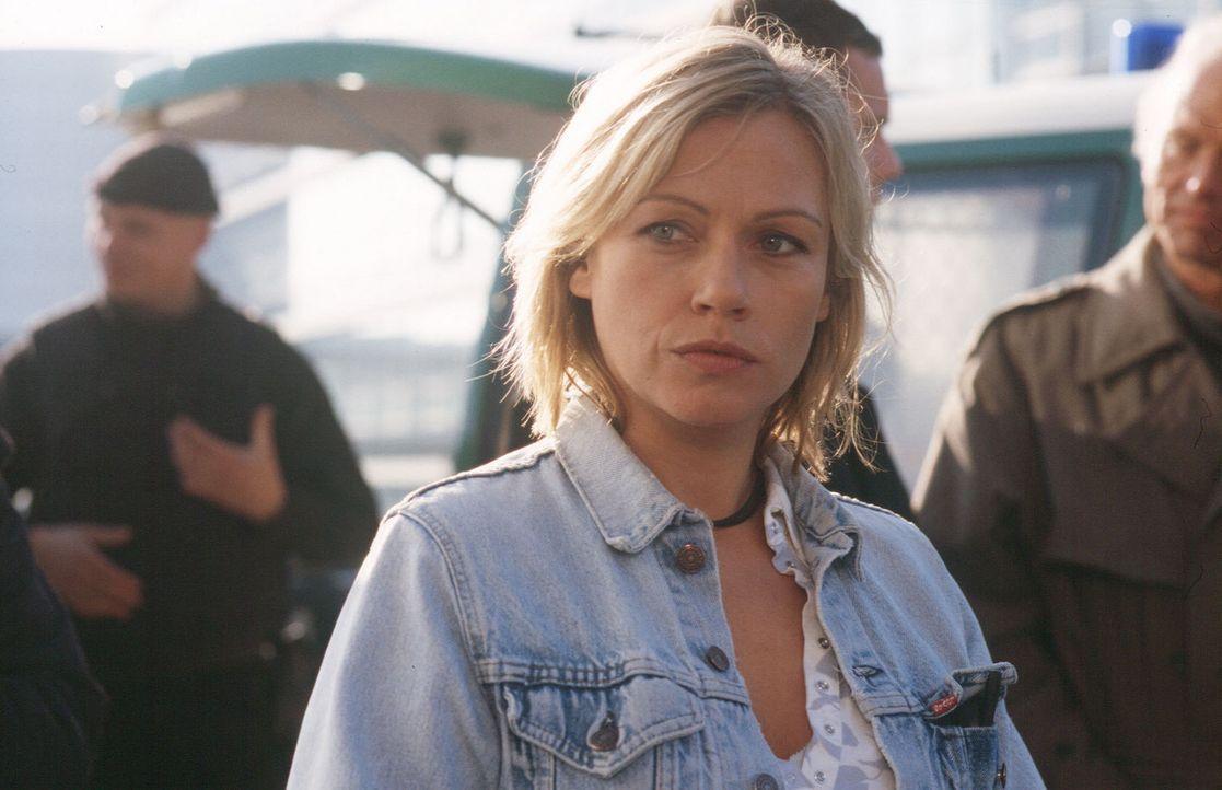 Franziska (Jennifer Nitsch) glaubt nicht daran, dass ihr Bruder bei einem Unfall ums Leben kam, und ermittelt auf eigene Faust ... - Bildquelle: Martin Menke Sat.1