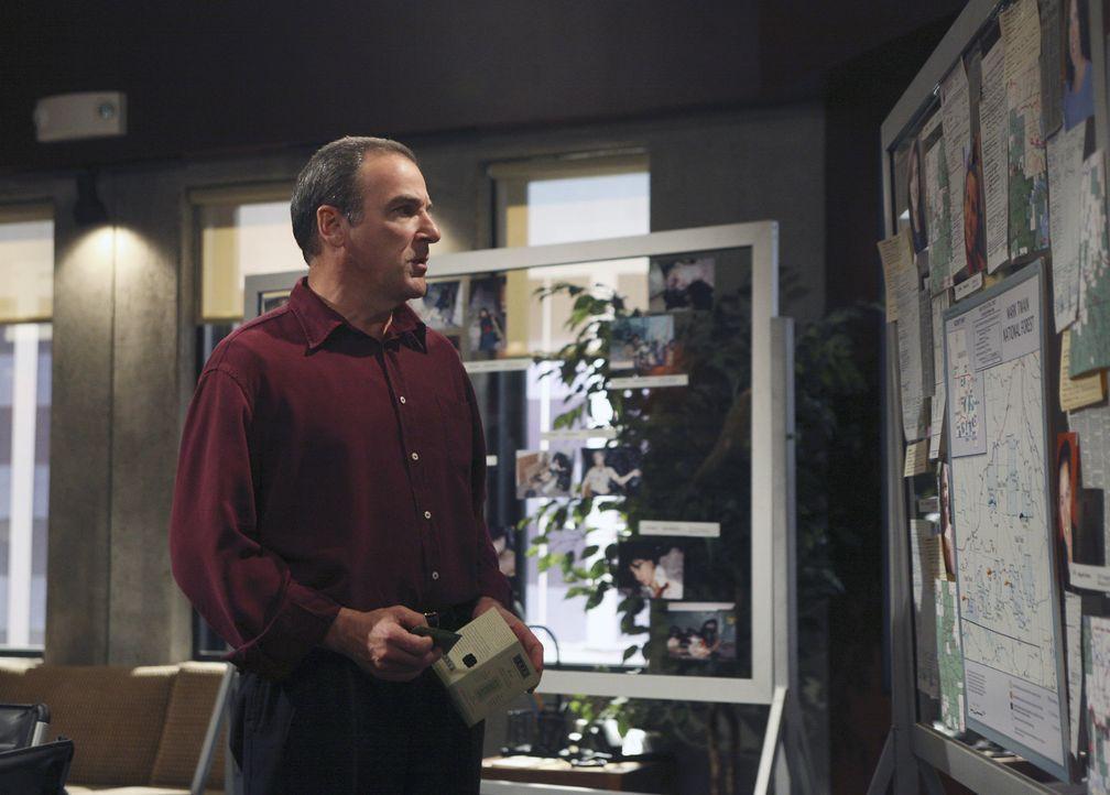 Nach und nach kommen Gideon (Mandy Patinkin) und sein Team auf eine heiße Spur ... - Bildquelle: Dean Hendler 2006 Touchstone Television. All rights reserved. NO ARCHIVE. NO RESALE.