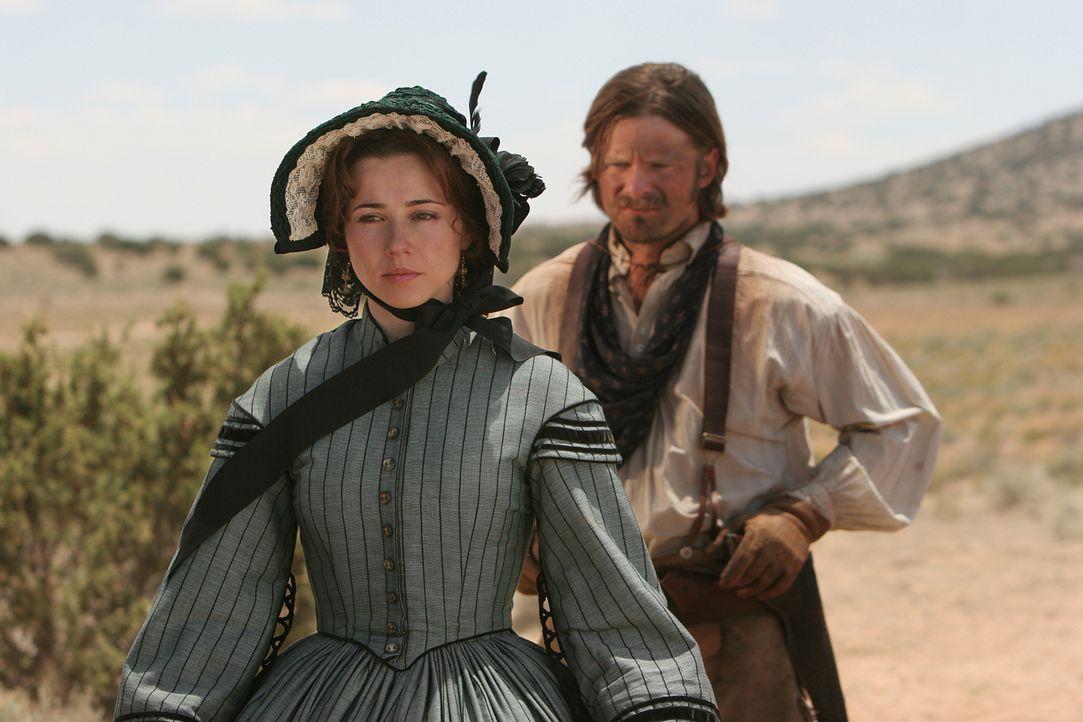 Nachdem Clara (Linda Cardellini, l.) von dem gut betuchten Pferdehändler Bob Allen einen Antrag bekommen hat, muss sie entscheiden, ob sie auf ihr H... - Bildquelle: 2006 CBS Broadcasting Inc. All Rights Reserved.