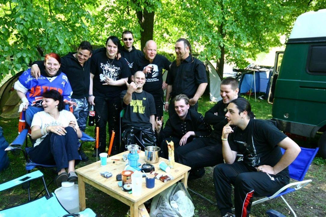 Es ist das schrillste Musik-Festival Deutschlands: Einmal im Jahr pilgern schwarz gewandete Gothic-Fans zur Fetischparty nach Leipzig ... - Bildquelle: SAT.1