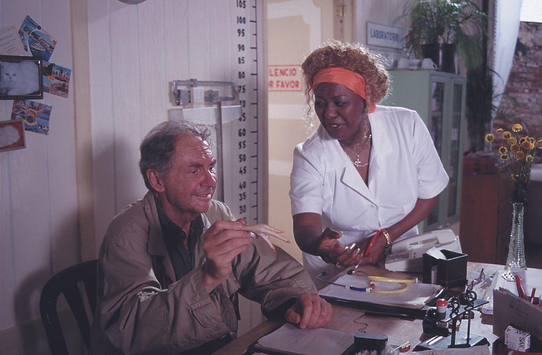 Dr. Henrik Willing (Harald Juhnke, l.); Ella (Joan Faulkner, r.) - Bildquelle: Lisa Film