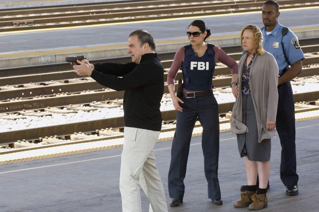 (v.l.n.r.) Jason Gideon (Mandy Patinkin); Emily Prentiss (Paget Brewster); Jane (Amy Madigan) - Bildquelle: Randy Tepper 2007 ABC Television Studio. All rights reserved. NO ARCHIVE. NO RESALE. / Randy Tepper