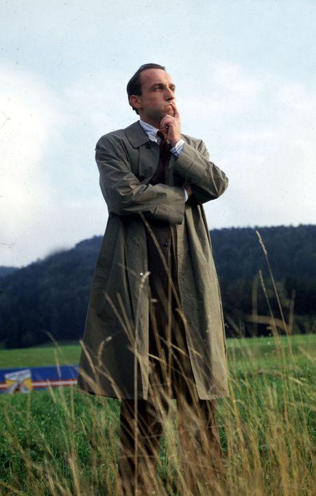 """Stockinger (Karl Markovics) ist aufgestiegen. Vom Assistenten des Kommissars zum Bezirksinspektor im Salzbuger Land. Als """"Alpen-Colombo"""" versieht er... - Bildquelle: Huber Sat.1"""