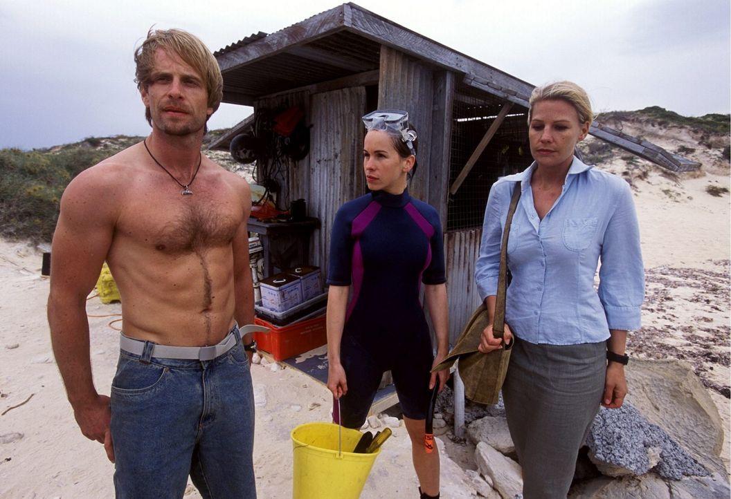 Angekommen in Australien, trifft Elena (Sophie Schütt, r.) auf Kyle (Julian Weigend, l.) und die angehende Tierärztin Debbie (Mareike Fell, M.), die... - Bildquelle: Megan Lewis Sat.1