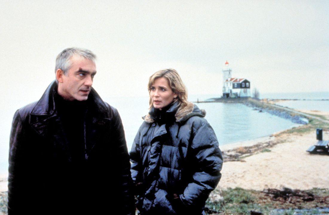 Wo ist Johanna? Marc (Christoph M. Ohrt, l.) und Tanja (Anja Kling, r.) können nicht glauben, dass ein Pirat für Johannas Verschwinden verantwortlic... - Bildquelle: ProSieben