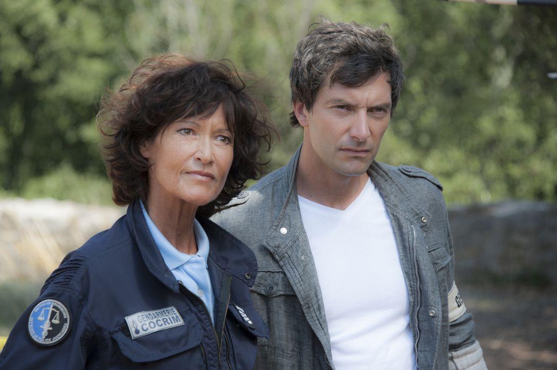 Nadia (Chrystelle Labaude, l.) und Lucas (Franck Sémonin, r.) werden zu dem ehemaligen Drehort eines Horrorfilmes gerufen und werden dort Zeugen ein... - Bildquelle: Jean Louis PARIS