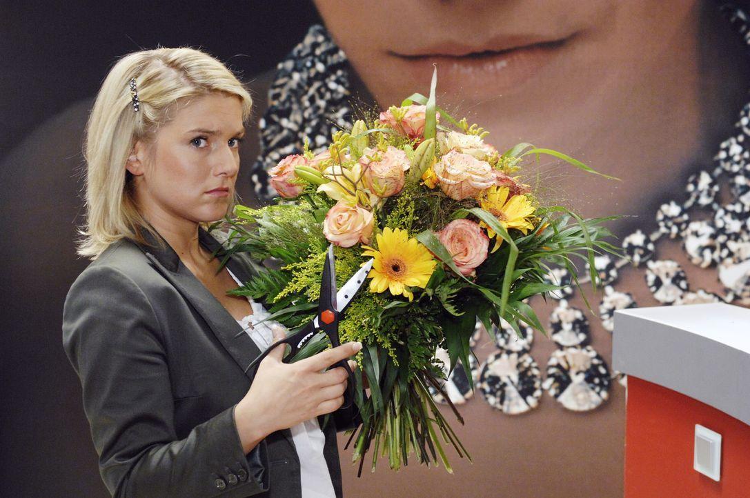 Anna (Jeanette Biedermann) ist mehr als enttäuscht von Jonas, denn sein Dank gilt wieder einmal Katja. - Bildquelle: Oliver Ziebe Sat.1