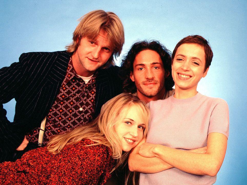 Detlev Buck als Mackie Mainusch, Benjamin Sadler als Paul Bach, Anica Dobra als Rosa Elling und Anna Thalbach als Verena Herlin - Bildquelle: Sat.1