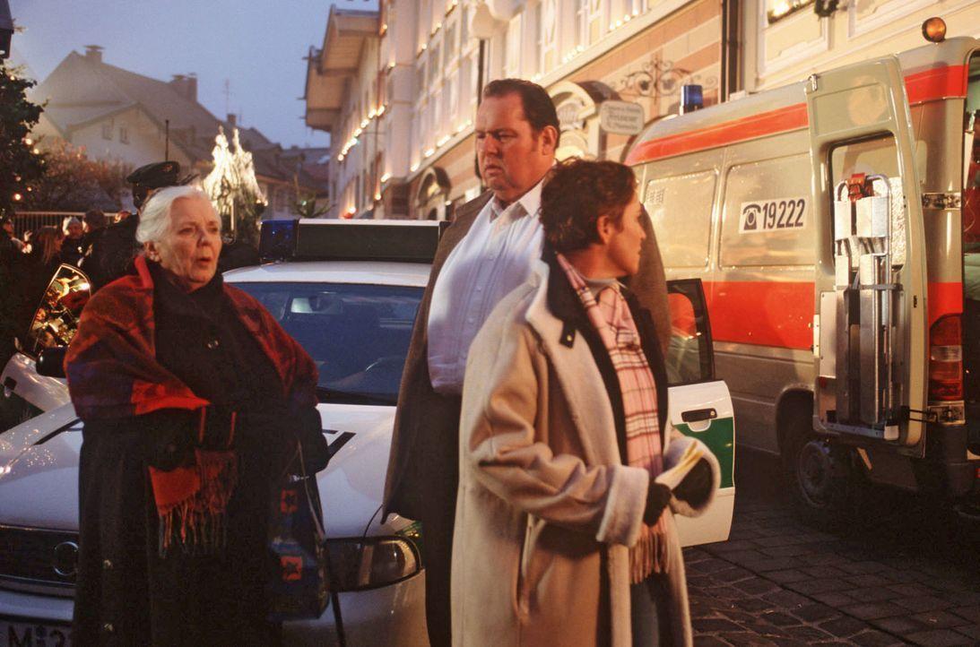 Sabrina Lorenz (Katerina Jacob, r.) und Benno Berghammer (Ottfried Fischer, M.) schließen eine Entführung, um Geld zu erpressen, nicht aus. Der Such... - Bildquelle: Magdalena Mate Sat.1