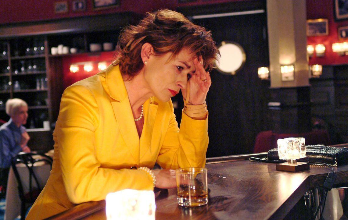 Sophie (Gabrielle Scharnitzky) kann immer noch nicht glauben, wie viel Hassgefühle in Richard stecken... - Bildquelle: Monika Schürle Sat.1