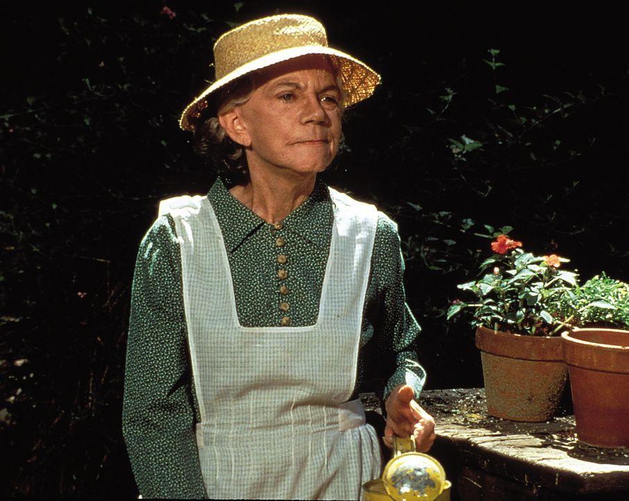 Liebevoll kümmert sich Großmutter Ester (Ellen Corby) um den Garten ... - Bildquelle: WARNER BROS. INTERNATIONAL TELEVISION