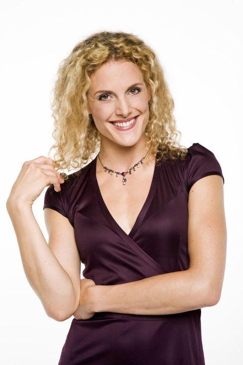 Maja Roth (Barbara Lanz) ist Produktionerin bei Broda & Broda - und die Geliebte von Robert Broda. Maja ist eine clevere junge Frau, die mit einer g... - Bildquelle: Bernd Jaworek SAT.1