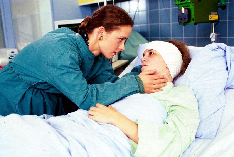 Carola Claus (Dagmar Sitte, l.) wird von ihrer Schwester Maja (Luisa Stroux, r.) nicht gemocht, obwohl sie sich wie eine Mutter um sie kümmert. Unm... - Bildquelle: Noreen Flynn Sat.1