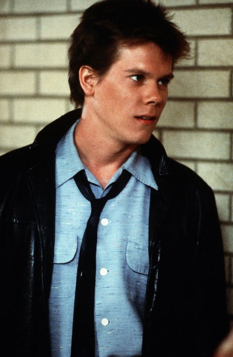 Noch ahnt Ren McCormack (Kevin Bacon) nicht, was sein Umzug von Chicago ins Provinznest Bomont wirklich für ihn bedeutet ... - Bildquelle: 1984 by Paramount Pictures Corporation. All rights reserved.