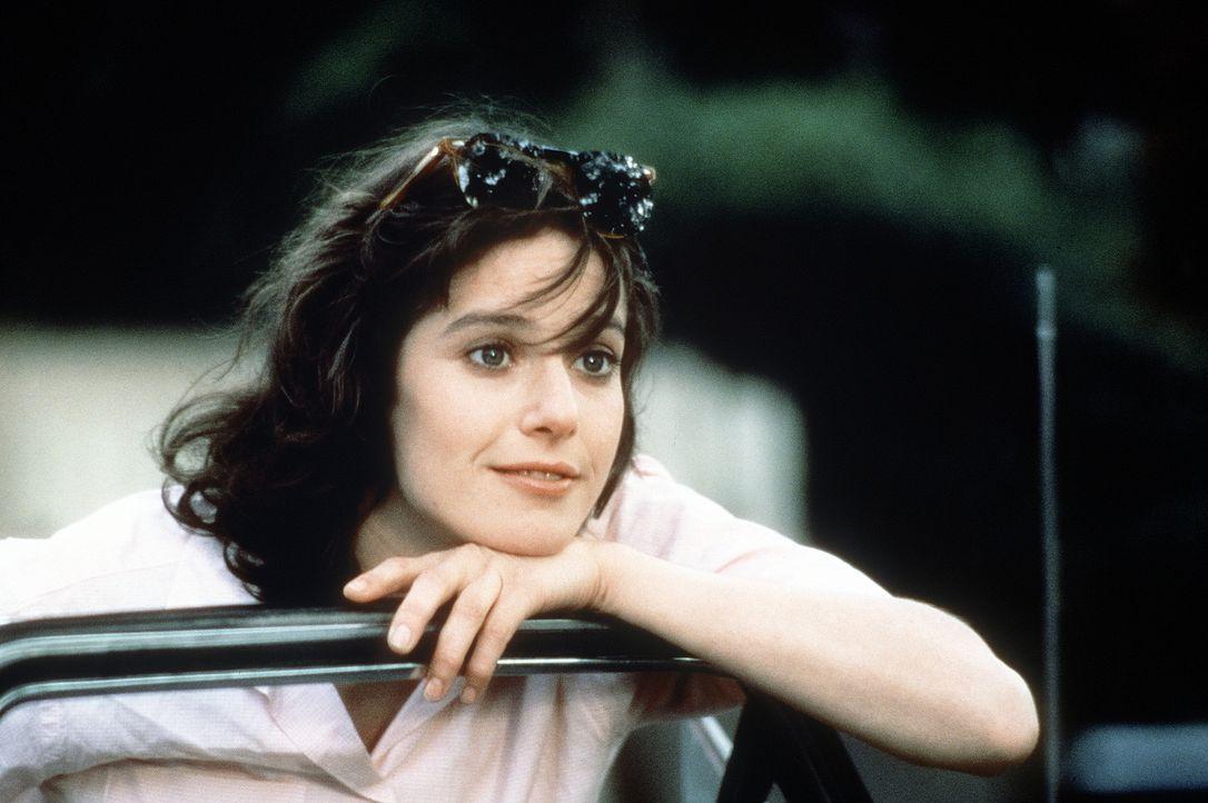 Als sie volljährig ist, drängt es Emma (Debra Winger), der Kontrolle ihrer Mutter zu entrinnen ... - Bildquelle: Paramount Pictures