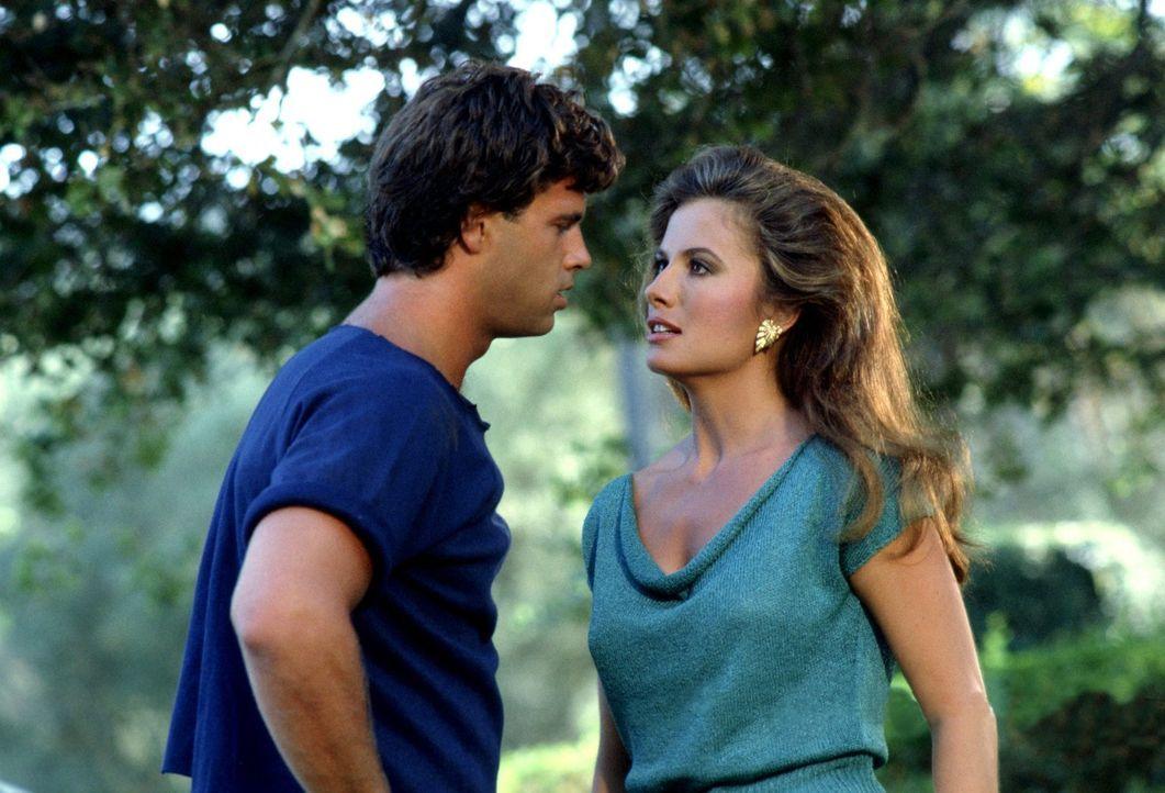 (3. Staffel) - Immer wieder kommt es zwischen Lance (Lorenzo Lamas, l.) und Melissa (Ana Alicia, r.) zum Streit, denn während der junge Mann seine G... - Bildquelle: 1984   Warner Brothers