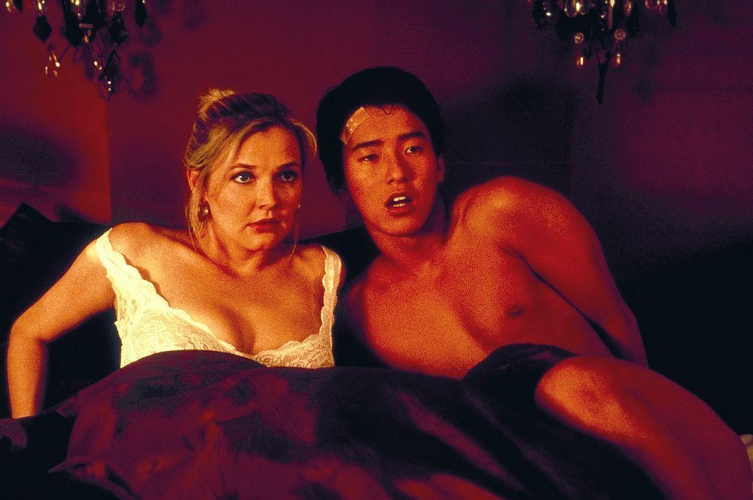 Sind Japaner wirklich die besseren Liebhaber? Peters Ehefrau Anna (Katharina Schubert, l.) beginnt eine leidenschaftliche Affäre mit dem schüchterne...