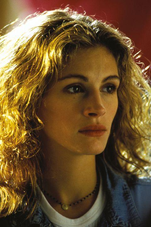 Auf der Suche nach der Wahrheit werden Darby Shaw (Julia Roberts) gerade von den Menschen Steine in den Weg gelegt, von denen sie Hilfe erhofft hatt... - Bildquelle: 1993 Warner Brothers