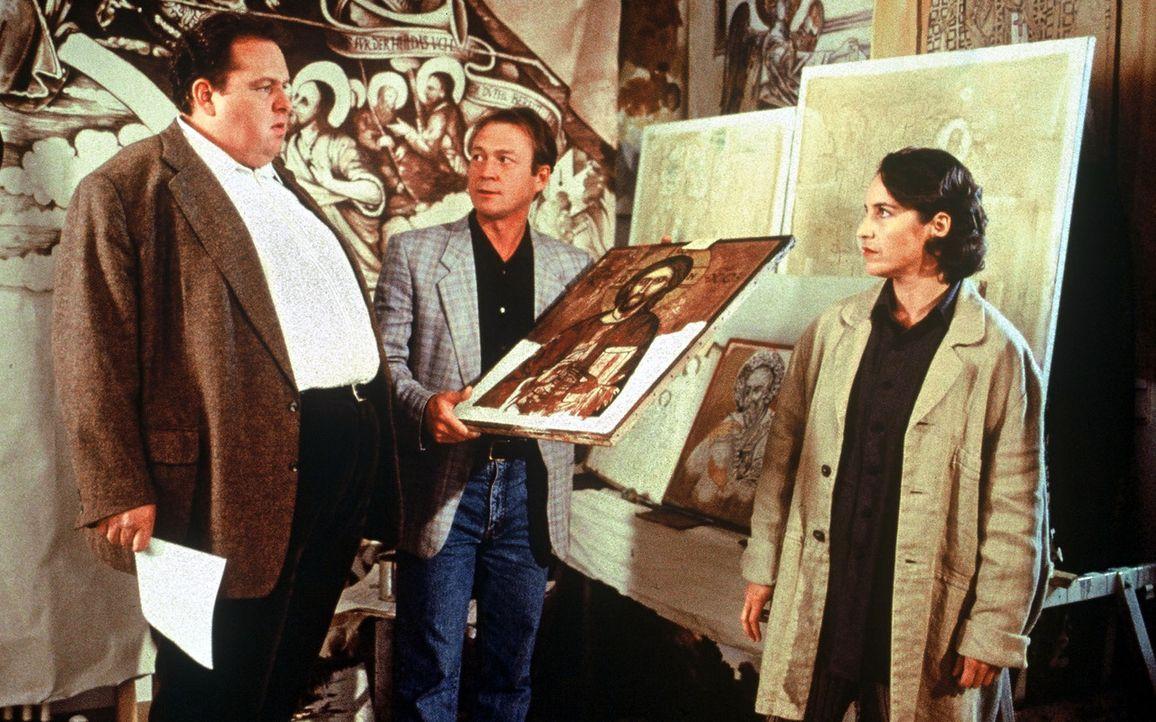 Nachdem der Kunstfälscher Franz Landig tot aufgefunden wurde, besuchen Benno (Ottfried Fischer, l.) und seine Kollegin Sabrina (Katerina Jacob, r.)... - Bildquelle: Magdalena Mate Sat.1