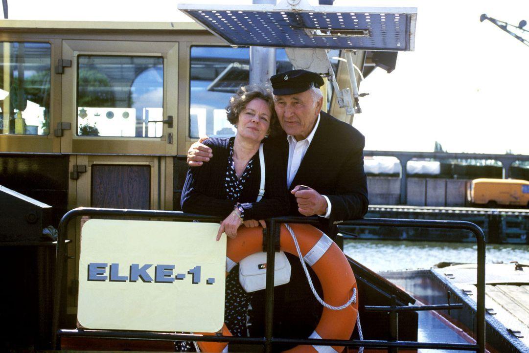Gustav Havelmann (Günter Naumann, r.) und Amelie Kruse (Monika Lennartz, l.) haben sich im Luisenkrankenhaus kennen gelernt und hoffen, zukünftig... - Bildquelle: Noreen Flynn Sat.1