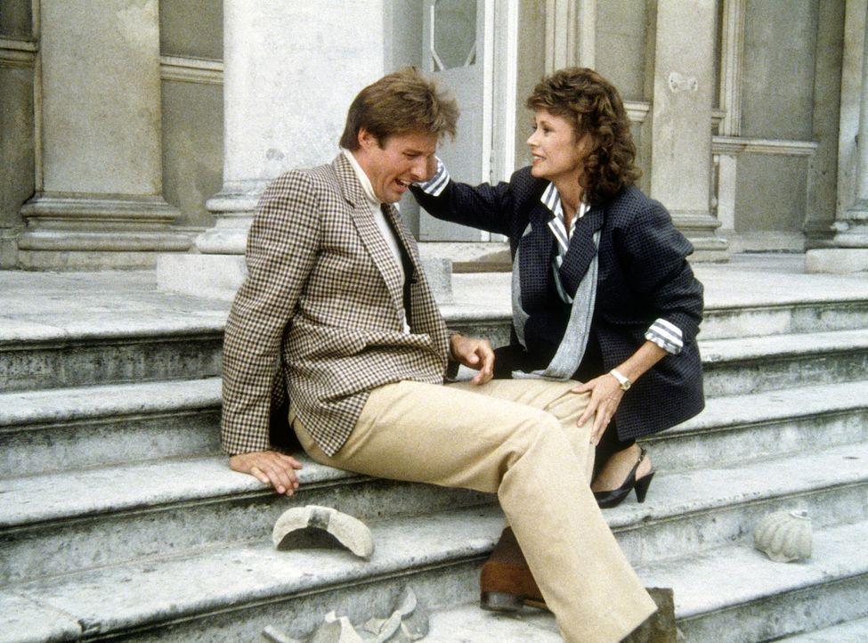 Amanda (Kate Jackson, r. ) hat Lee (Bruce Boxleitner) vor einem Anschlag auf sein Leben gerettet. - Bildquelle: CBS Television