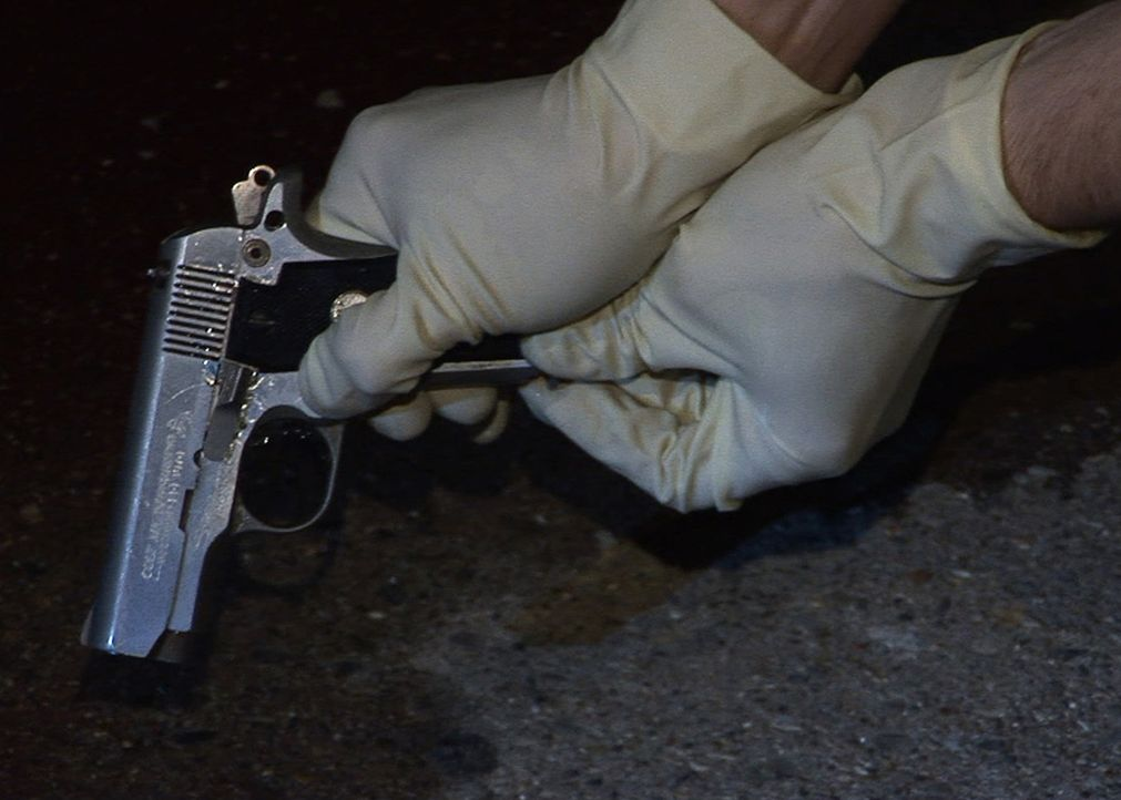 In einem Apartmentkomplex im Nordosten von Indianapolis werden zwei junge Männer tot aufgefunden und neben den Leichen liegen hochkarätige Gewehrhül... - Bildquelle: A&E Television Networks