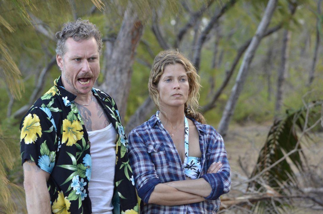 Halt! Stop! Dies ist unser Terrain! Franky (Dirk Borchardt, l.) und Sandy (Valerie Niehaus, r.) ... - Bildquelle: Amaury Bouchet SAT.1