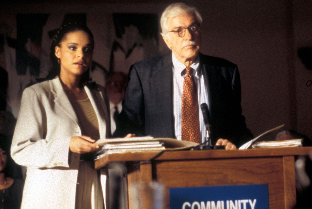 Amanda Bentley-Livingston (Victoria Rowell); Dr. Mark Sloan (Dick Van Dyke, r.) - Bildquelle: CBS Studios Inc. All Rights Reserved.