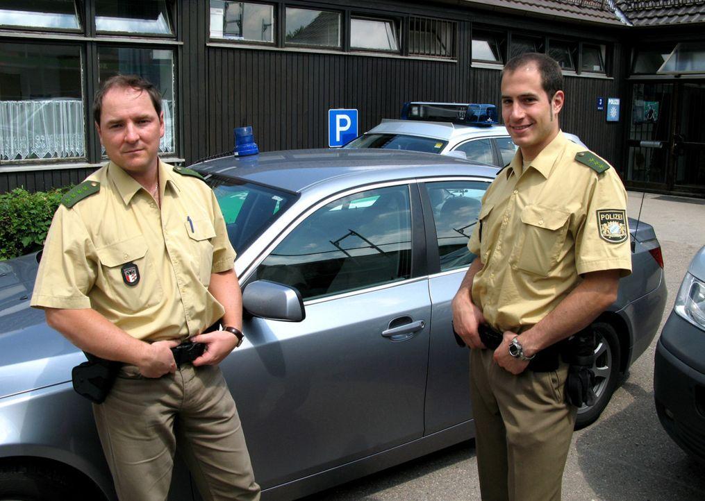 Die A8 ist eine der gefährlichsten Fernstraßen Deutschlands. Die Autobahnpolizisten Stefan Sturm (l.) und Thomas Krumpholz (r.) sind im Raum Augsbur... - Bildquelle: SAT.1