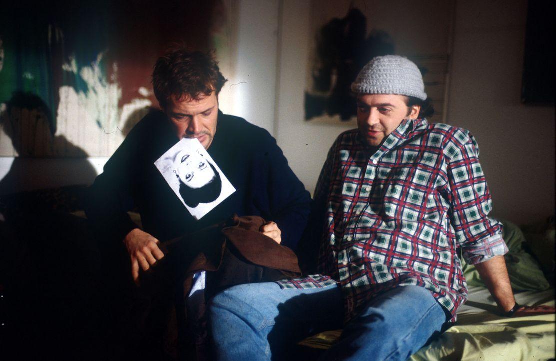 """Endlich kann Til (Florian Martens, r.) einen Erfolg vermelden. Er hat Roberts (Sebastian Koch, l.) """"Liebe auf den ersten Blick"""" endlich ausfindig ma... - Bildquelle: Kurt Bauer ProSieben/Bauer"""