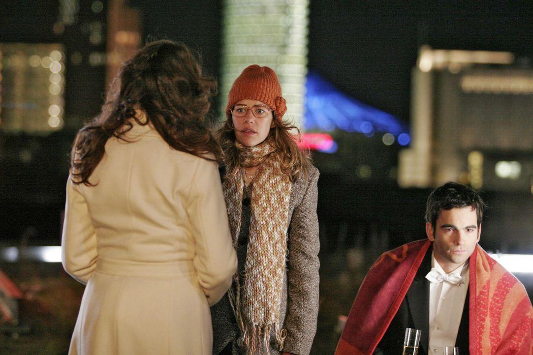 Lisa (Alexandra Neldel, M.) ahnt, was Mariella (Bianca Hein, l.) David (Mathis Künzler, r.) mitteilen möchte, und zieht sich zurück. (Dieses Foto vo... - Bildquelle: Noreen Flynn Sat.1