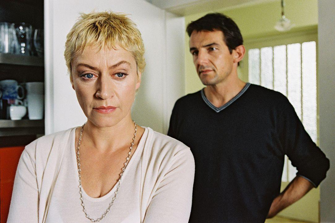 Ist die Ehe von Ina (Tatjana Blacher, l.) und Jochen (Hans Werner Meyer, r.) noch zu retten? - Bildquelle: Erika Hauri Sat.1