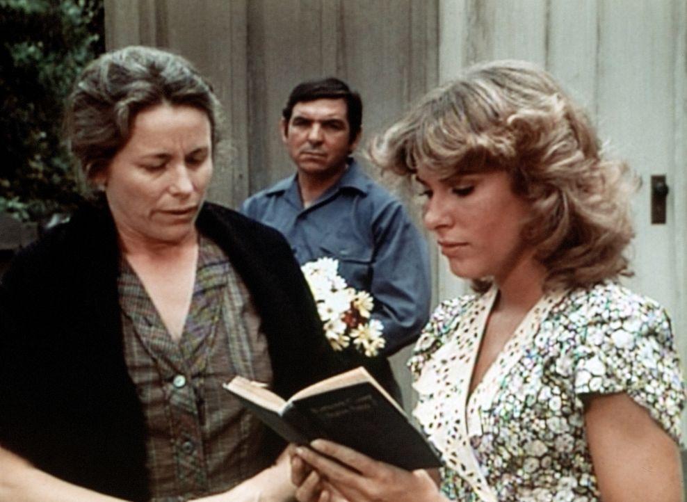 Mary Ellen (Judy Taylor, r.) gerät zunehmend in Sorge darüber, dass es keinen Arzt in Walton's Mountain gibt. Die Krankenschwester denkt darüber nac... - Bildquelle: WARNER BROS. INTERNATIONAL TELEVISION