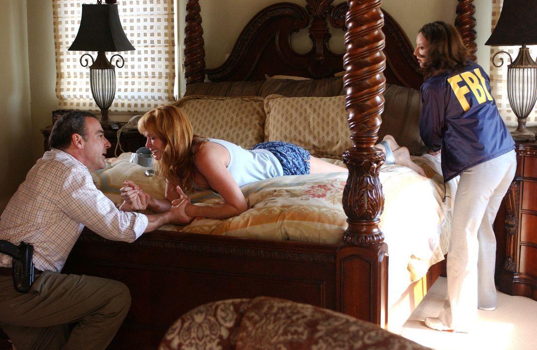 Die Polizeieinheit in San Diego braucht Hilfe, denn dort treibt ein Vergewaltiger sein Unwesen, der seine Opfer anschließend tötet und ihnen die Lid... - Bildquelle: Michael Yarish 2005 CBS BROADCASTING INC. All Rights Reserved.