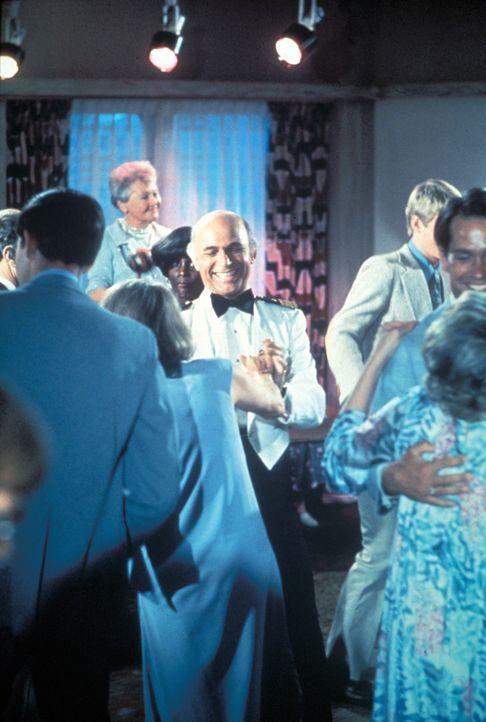 (1. Staffel) - Für die Gäste, wie auch die Besatzung um Kapitän Merill Stubing (Gavin MacLeod, M.), ist der Aufenthalt auf der Pacific Princess imme... - Bildquelle: CBS Studios Inc. All Rights Reserved.