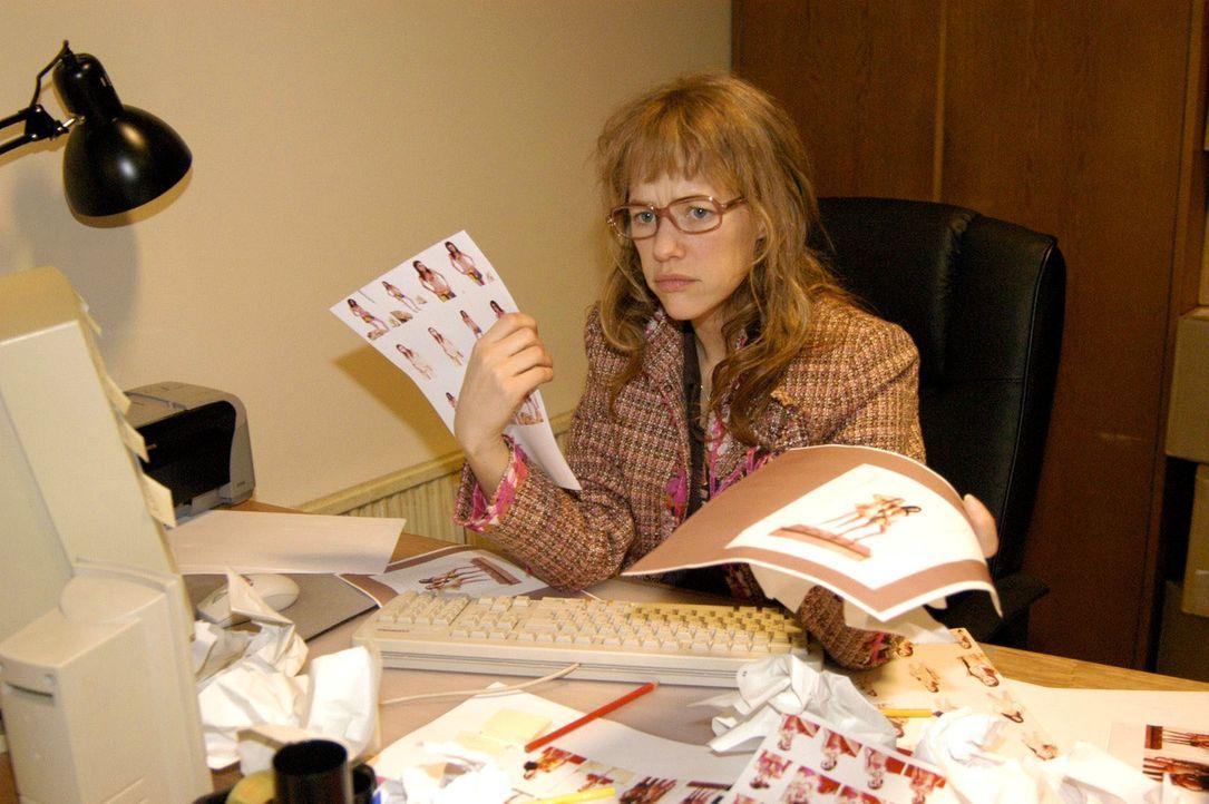 Lisa (Alexandra Neldel) ist völlig verzweifelt: Da Sabrina ihr wichtige Informationen vorenthalten hat, muss sie über Nacht eine wichtige Präsentati... - Bildquelle: Noreen Flynn Sat.1
