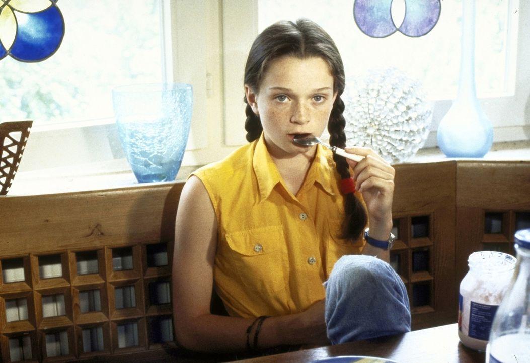 Jess (Natalie Spinell-Beck) gerät zwischen die Fronten ... - Bildquelle: Andreas Kaysser ProSieben